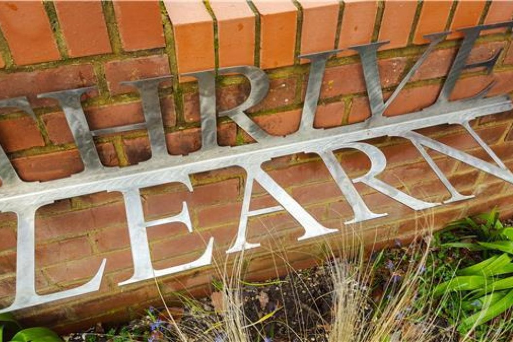 Thrive Learn sign
