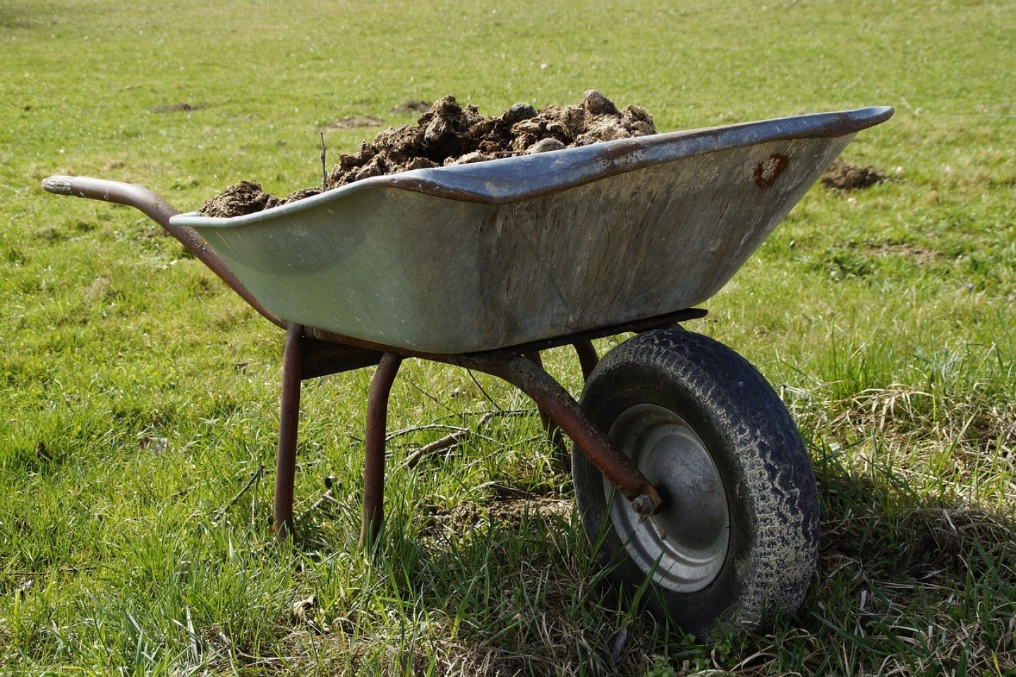 Wheelbarrow 2188081 1280